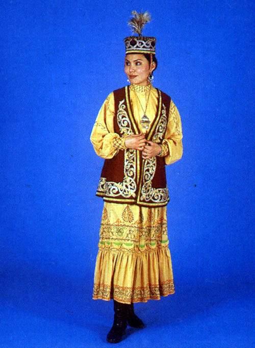 Казахский национальный костюм.  Женщины носили штаны, платья с несколькими оборками внизу, надевая поверх...
