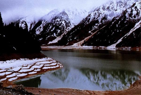Алматинское озеро на высоте 2510 метров